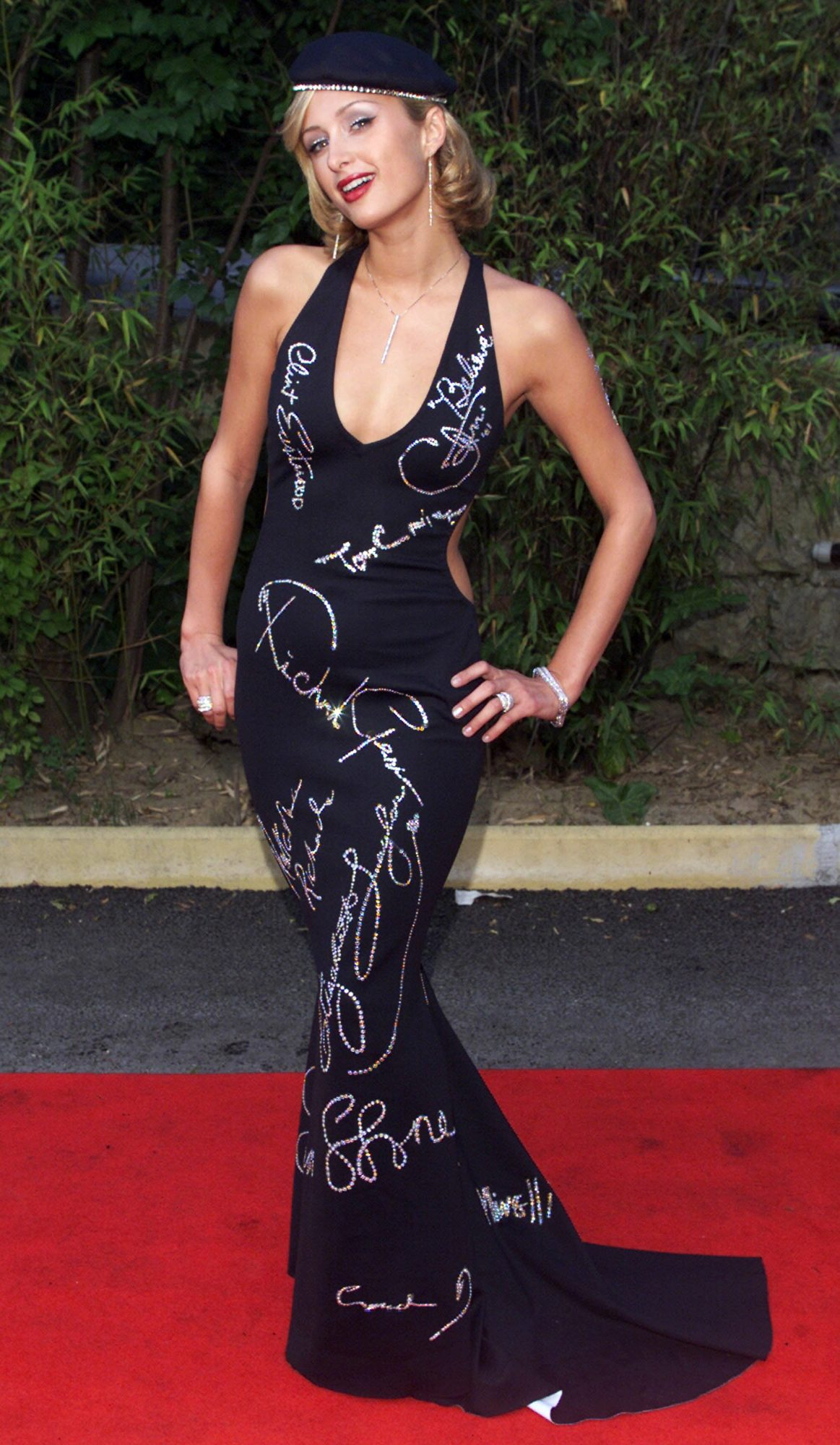 <p>Paris Hilton at 2001 AMFAR Dinner in Cannes</p>