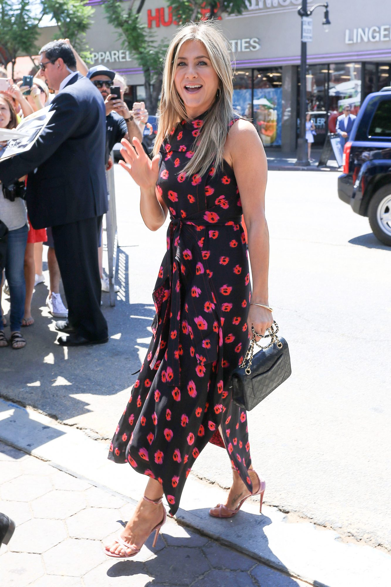 <p>Jennifer Aniston - Halter Dress</p>