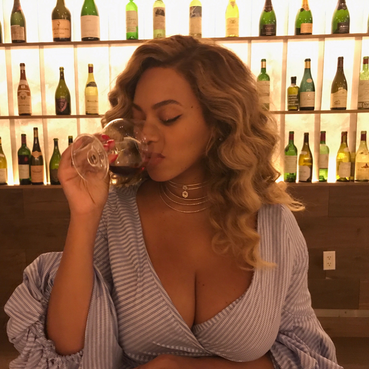 Beyoncé Looks Incredible in Sexy Wrap Dress 7 Weeks After Giving Birth