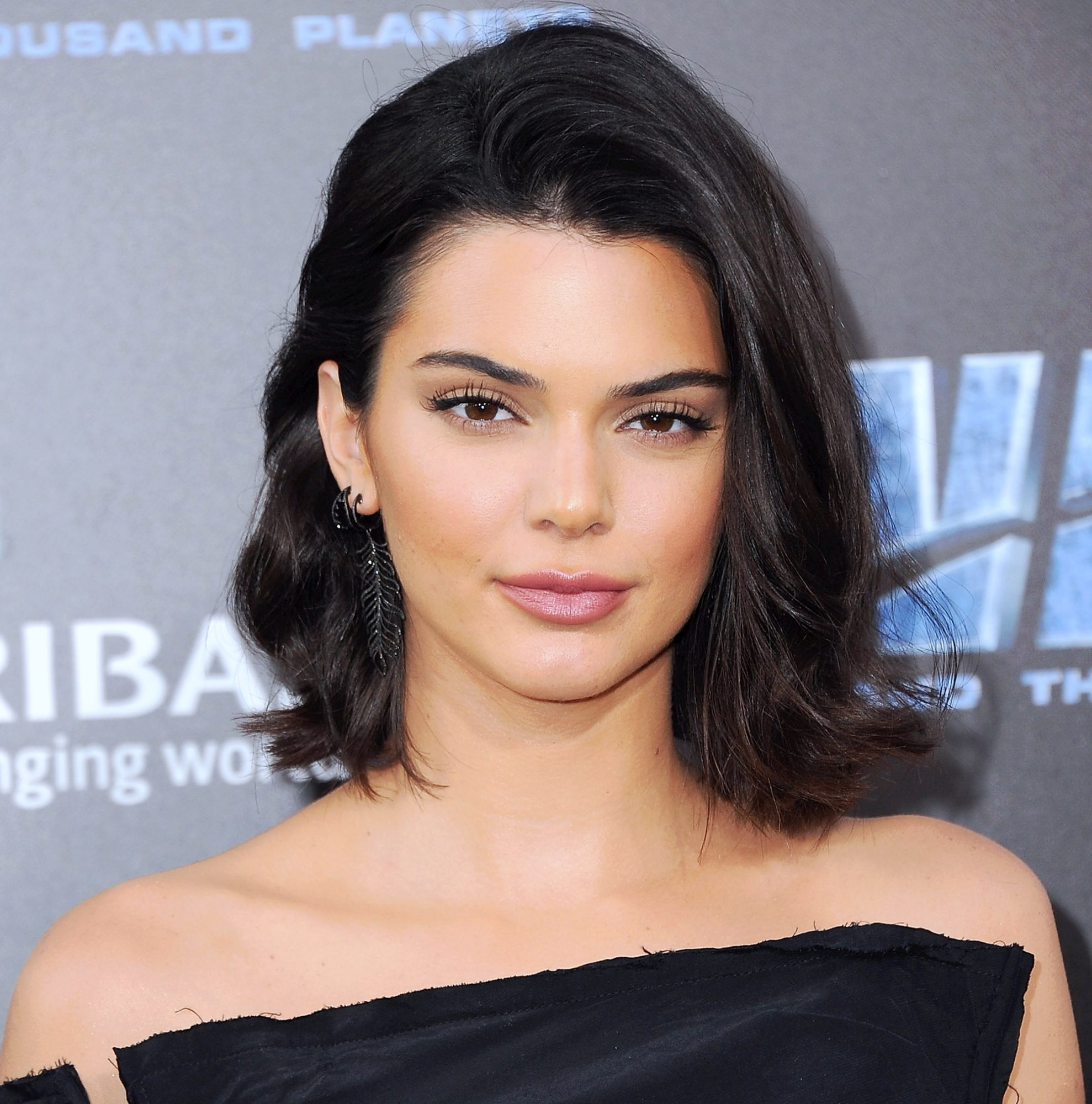 Kendall Jenner S Black Bob And Bangs Instyle Com