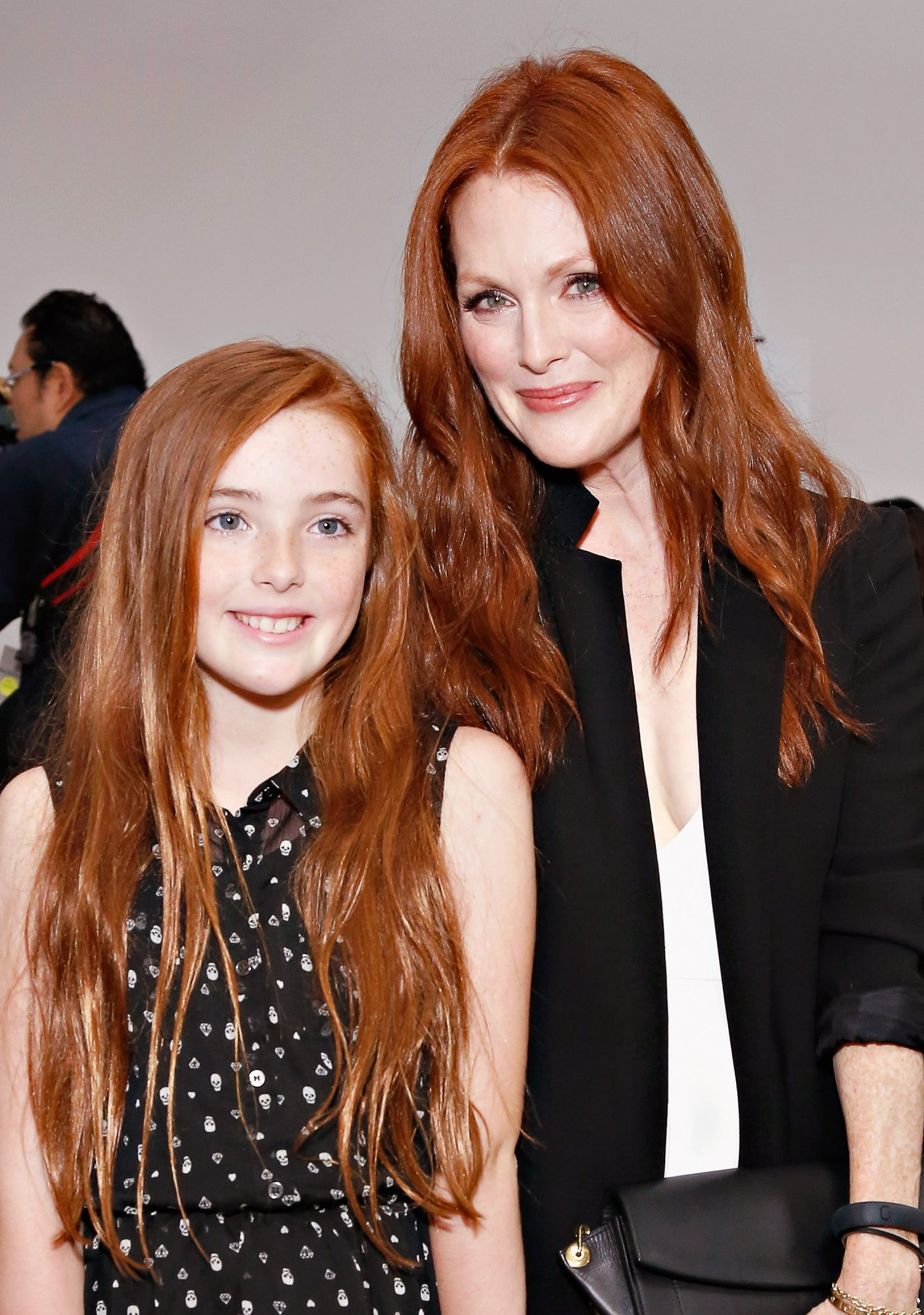 9 Times Julianne Moore's Daughter Liv Looked<em> Just</em> Like Her