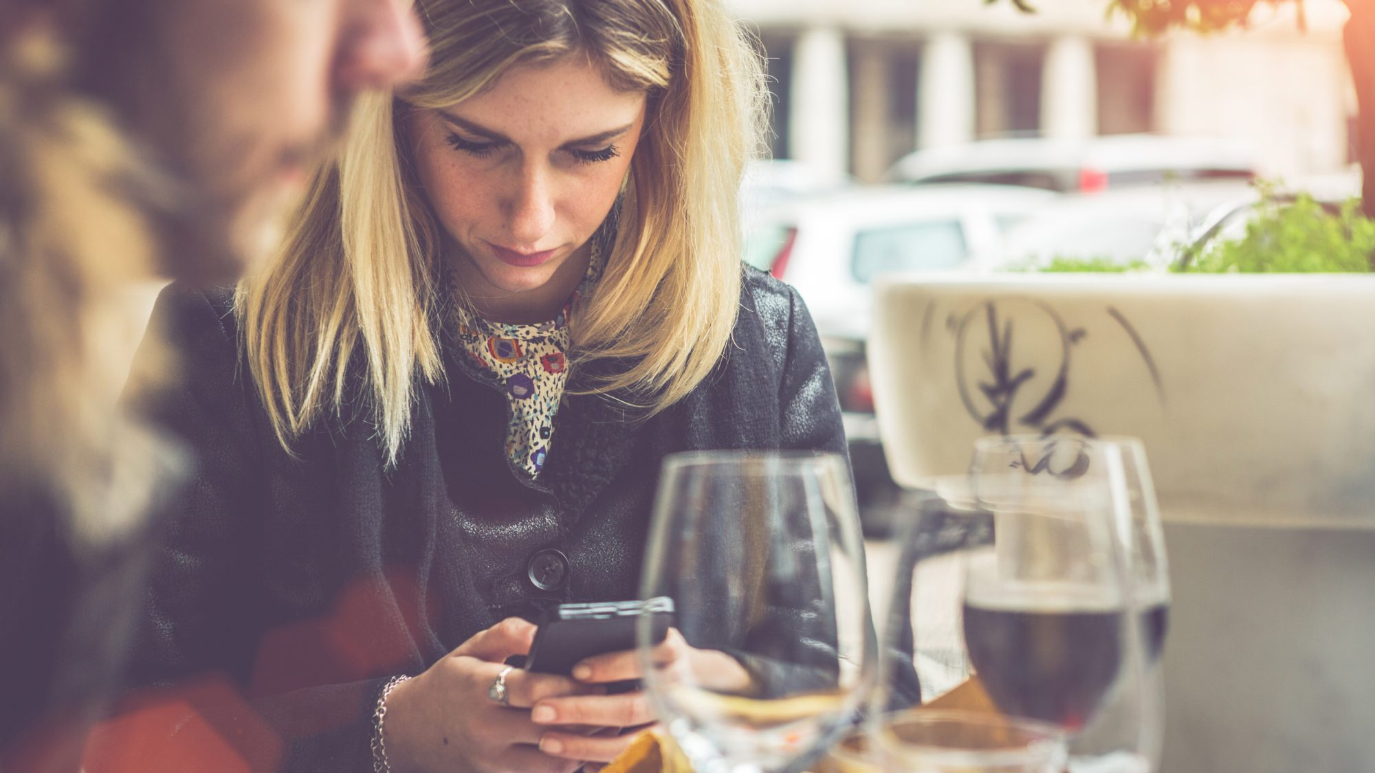 """Phubbing"" Is a Horrible Dating Trend, and It's Possible You've Already Been Doing It"