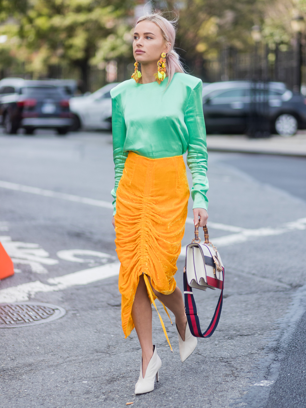 <p>BRIGHT HUES, LUXE TEXTURES</p>