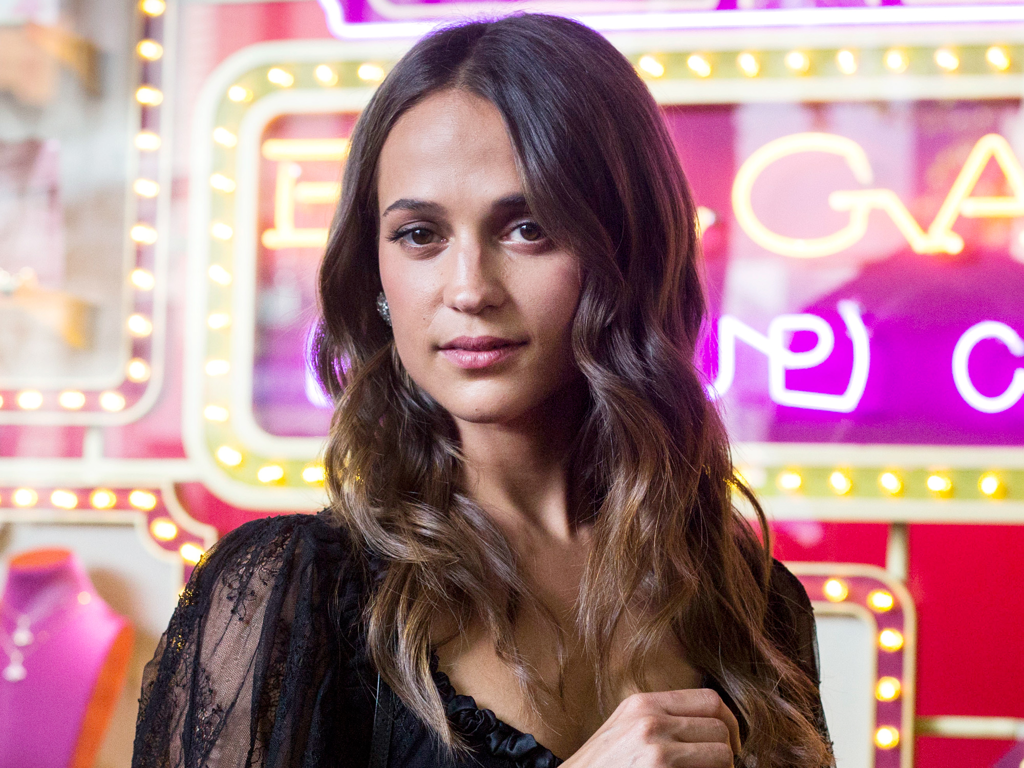 Watch the Sweet Way Alicia Vikander TalksAbout Raising a Family One Day