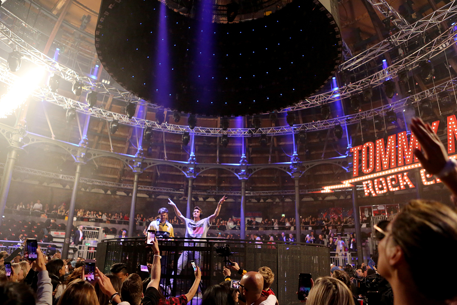 LONDON, ENGLAND - SEPTEMBER 19:  The Chainsmokers perform at the Tommy Hilfiger TOMMYNOW Fall 2017 Show during London Fashion Week September 2017 at the Roundhouse on September 19, 2017 in London, England.  (Photo by David M. Benett/Dave Benett/Getty Imag
