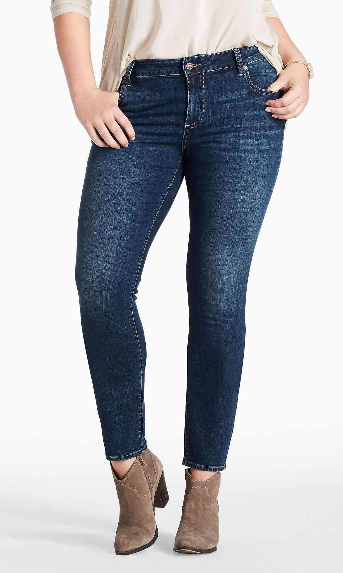 A Guide To The Best Jeans For Plus-Size Women  Instylecom-3307