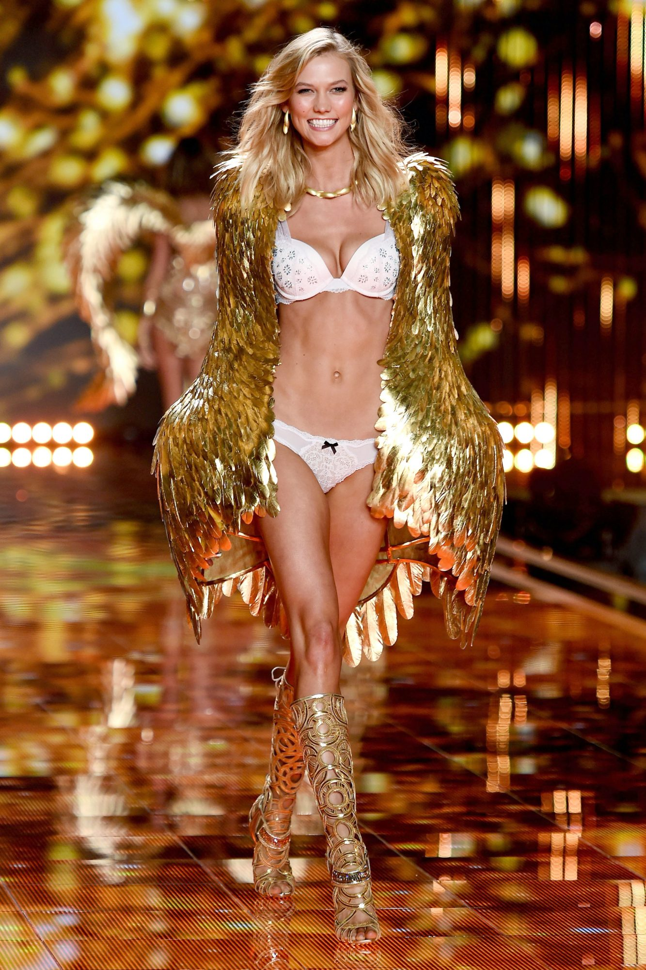 Karlie Kloss Victoria's Secret 2014 - Embed