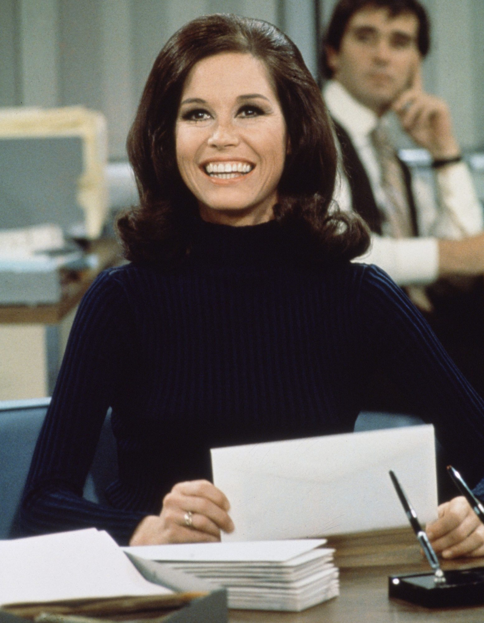 Let These Iconic Mary Tyler Moore Looks Inspire Your 9-to-5 Style