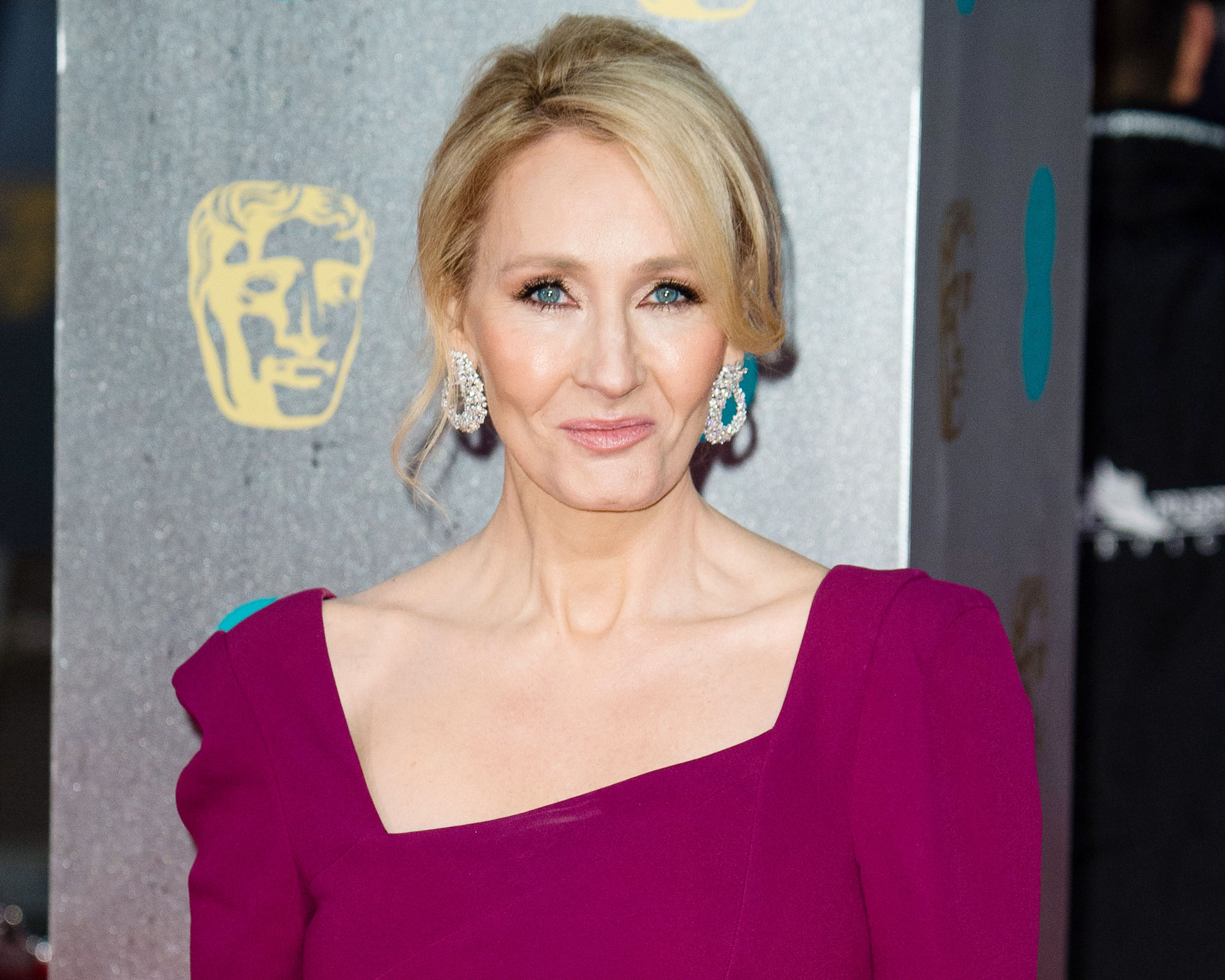 J.K. Rowling Reacts to Backlash Over Whether <em>Fantastic Beasts</em> Will Portray Dumbledore as Openly Gay