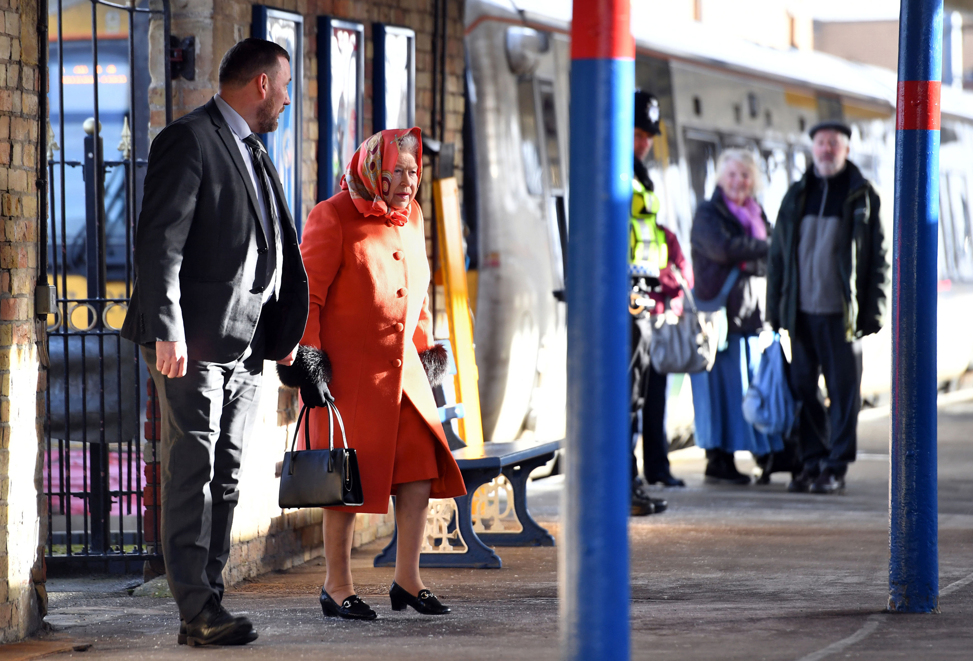 Queen Elizabeth Shocked Onlookers by Casually Hanging Out on a Train Platform