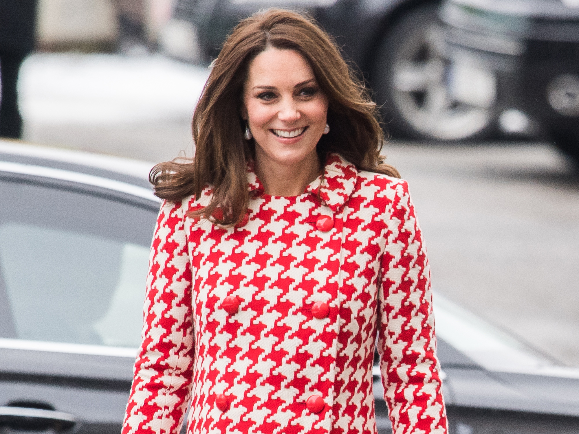 Kate Middleton defies black dress code at BAFTA