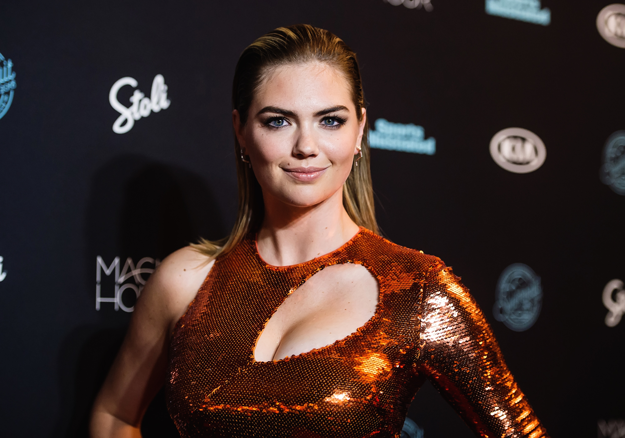 Kate Upton Fell Off a Giant Rock During Her <em>Sports Illustrated</em> Swimsuit Shoot, and It Looked Painful