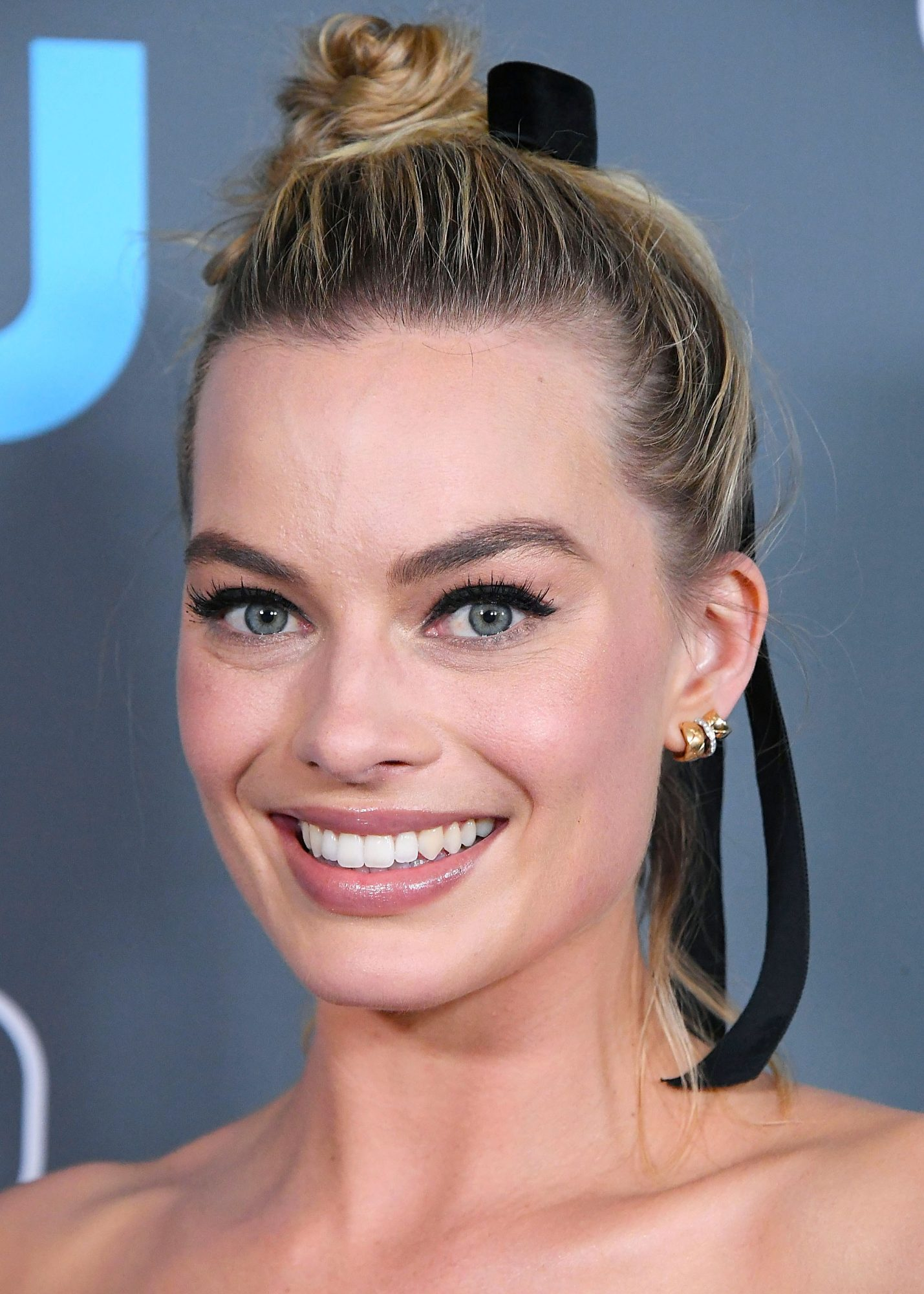7 Simple Updos Updo Hairstyles Anyone Can Master Instyle