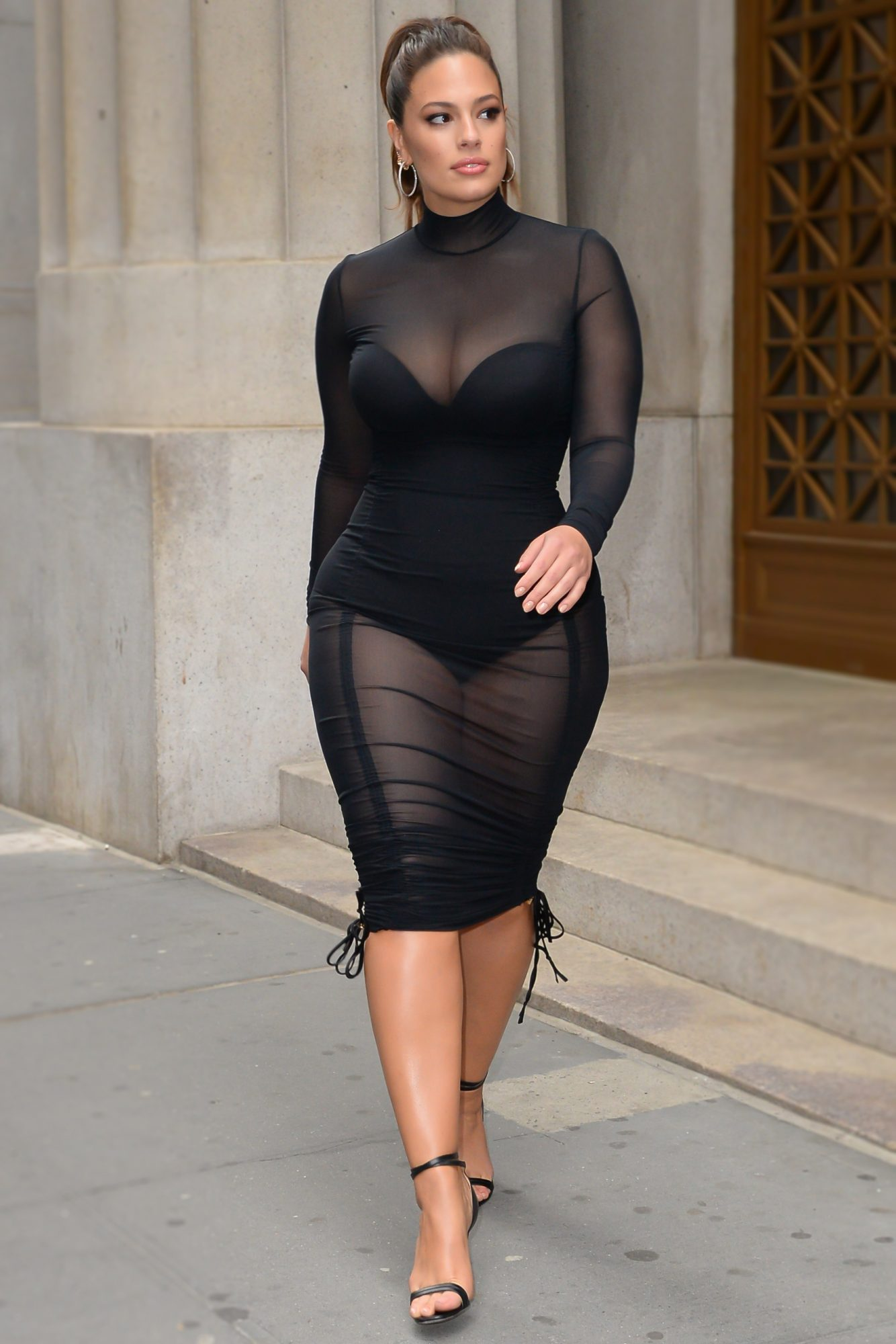 <p>Fitted Clothes Are Unflattering If You're Plus-Size</p>