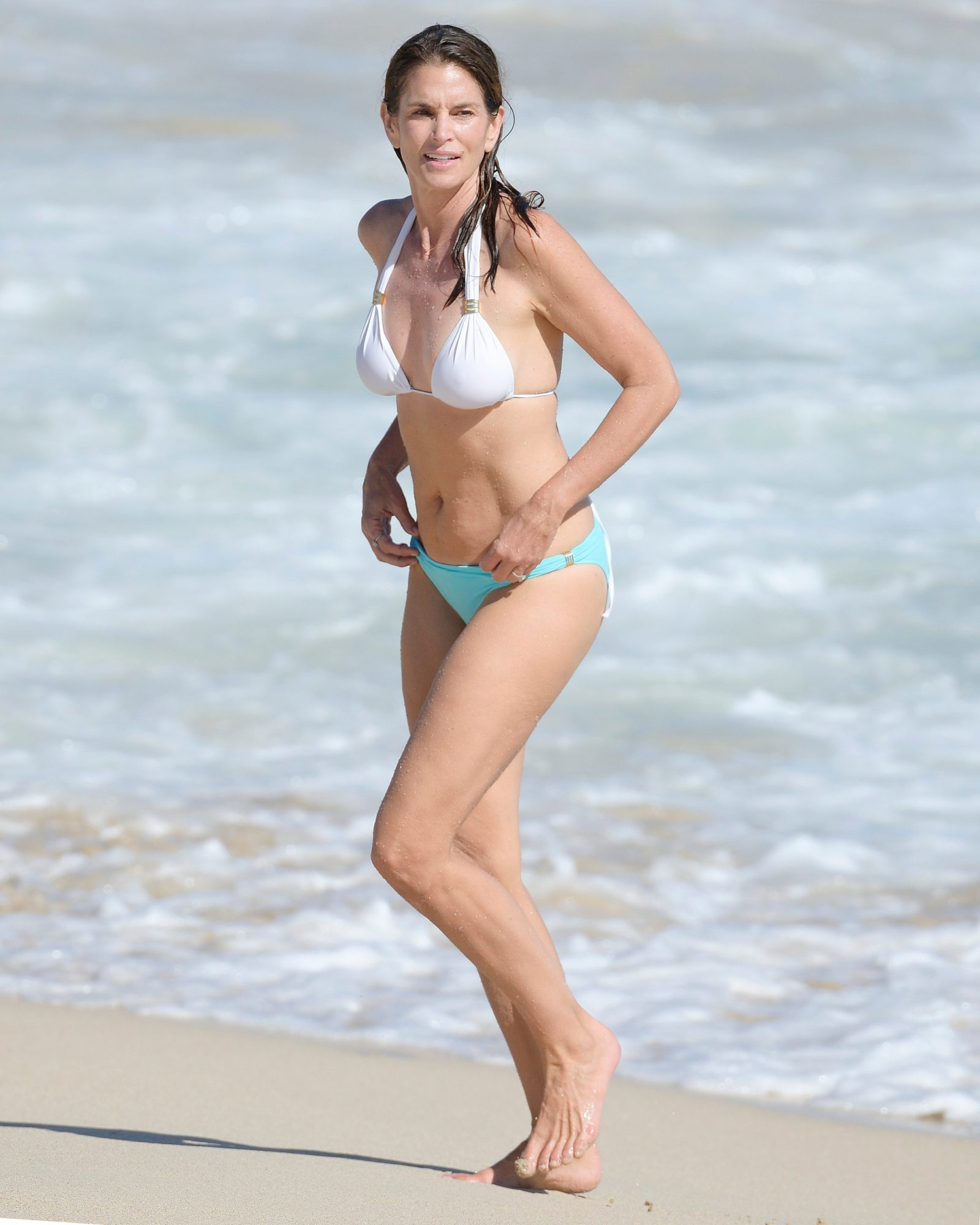 """Cindy Crawford Regrets Being """"Talked Into"""" Nude Photoshoots"""