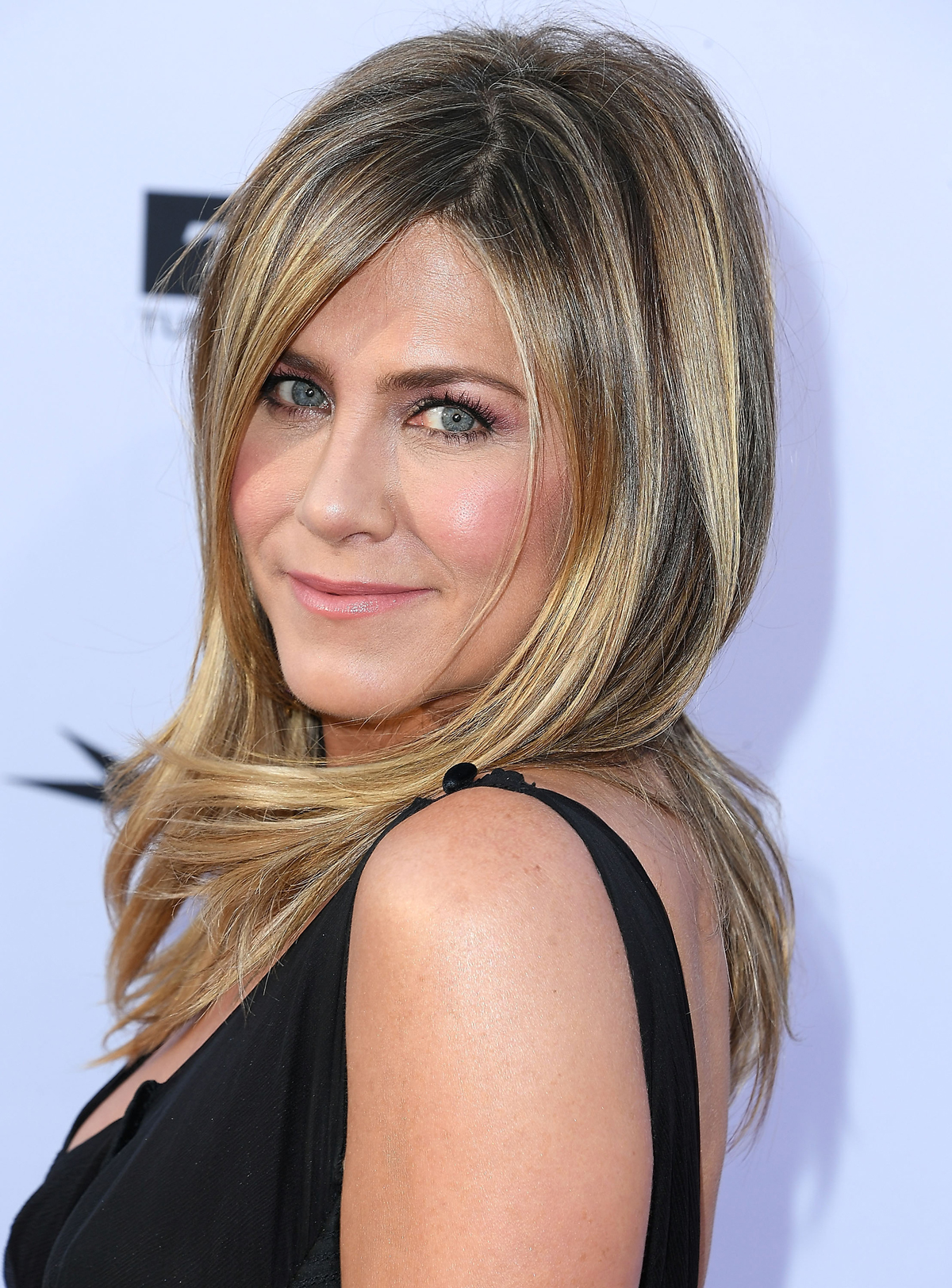 Jennifer Aniston's Trick for Perfect Lipstick Is So Easy ...