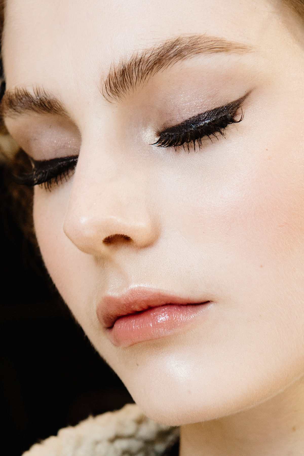 Eyelash Extensions - Lead