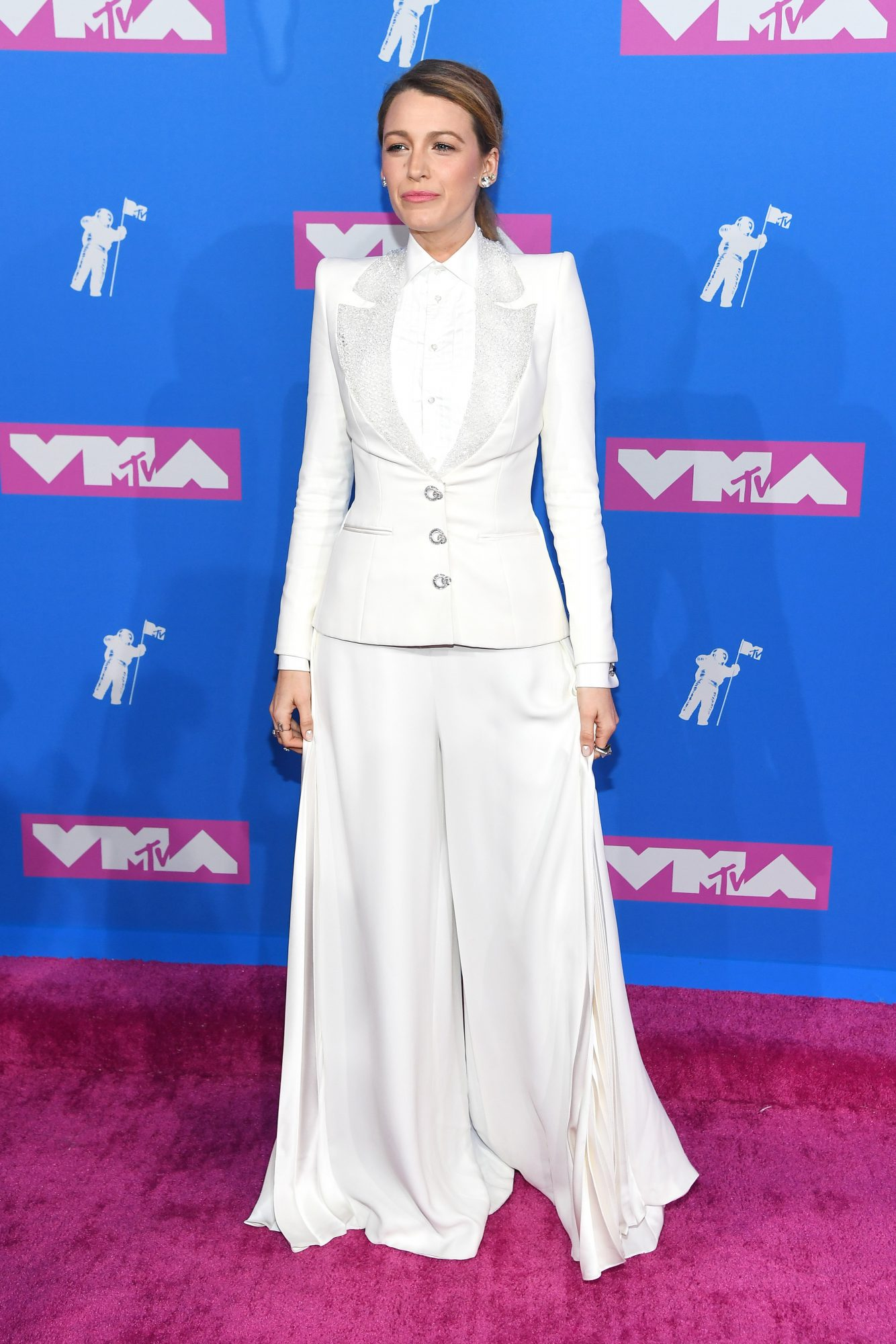 Blake Lively Shows Least Amount of Skin Ever Seen at the MTV VMAs