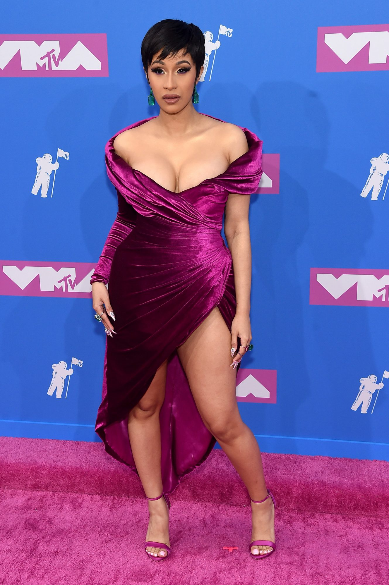 Cardi B Blessed Us With a Completely New Look at the 2018 MTV VMAs