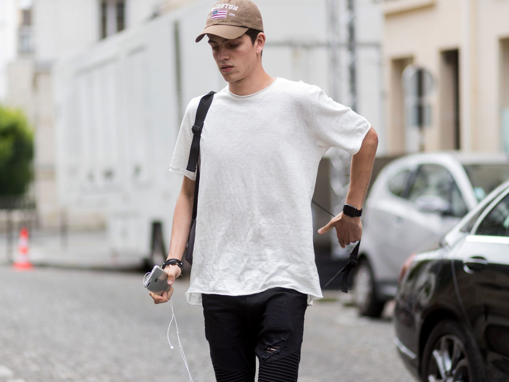 5 Basic Tees Every Man Should Have in His Closet