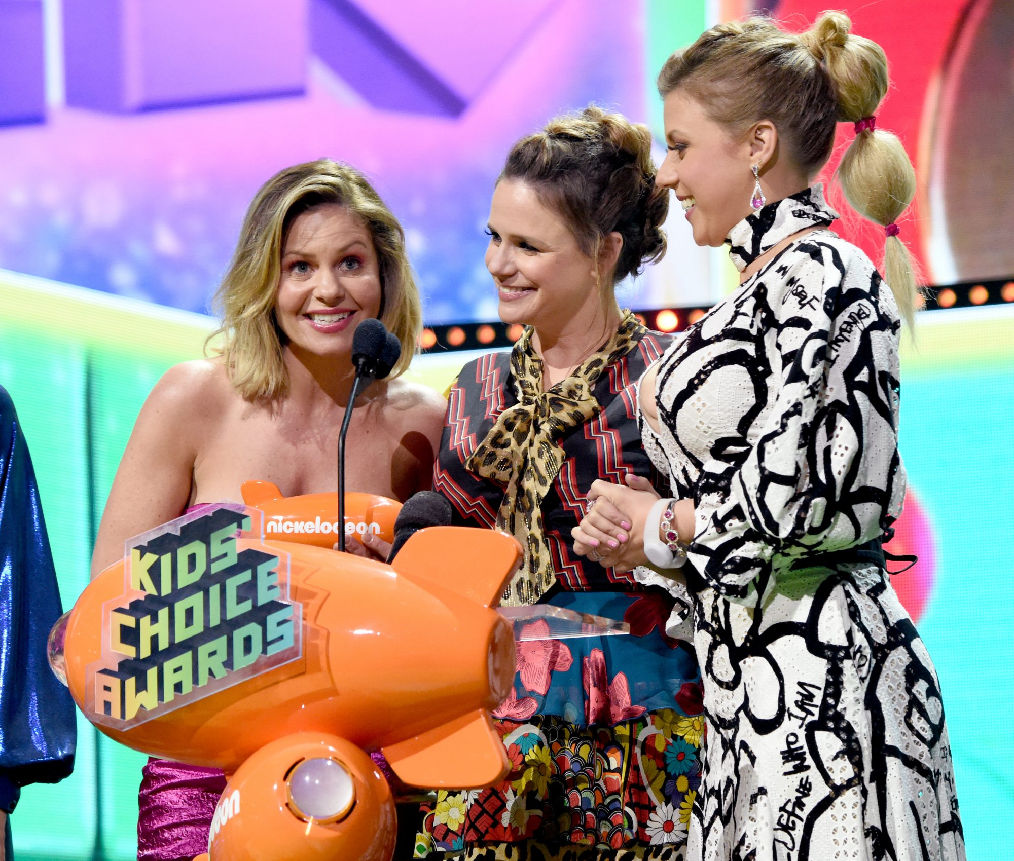 Fuller House Cast Backs Lori Loughlin at Kids' Choice Awards Amid College Admissions Scandal