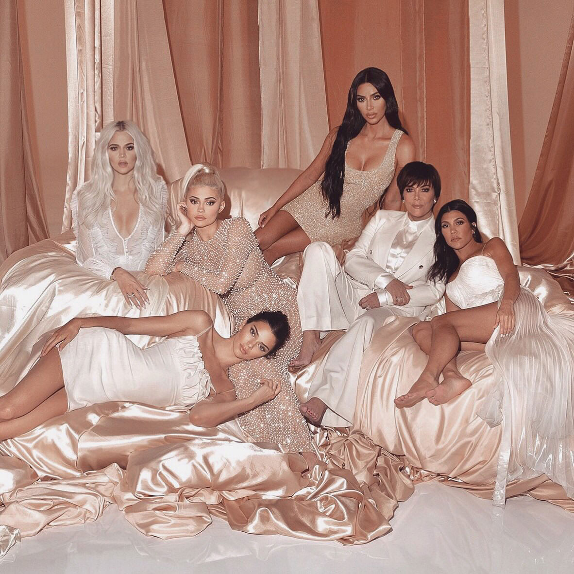 This <em>Keeping Up with the Kardashians</em> Promo Image Is Basically an Optical Illusion