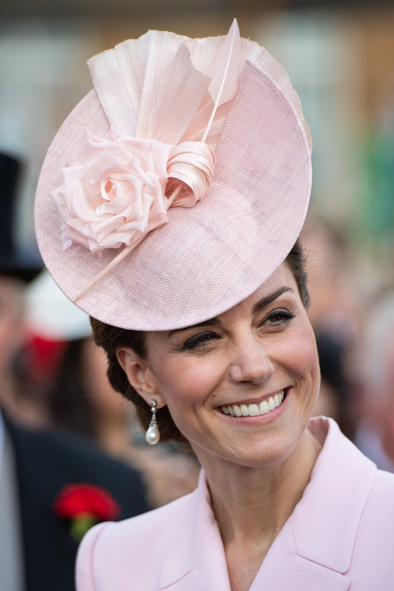 22b281173d Kate Middleton Wears All-Pink Outfit To Buckingham Palace Garden Party