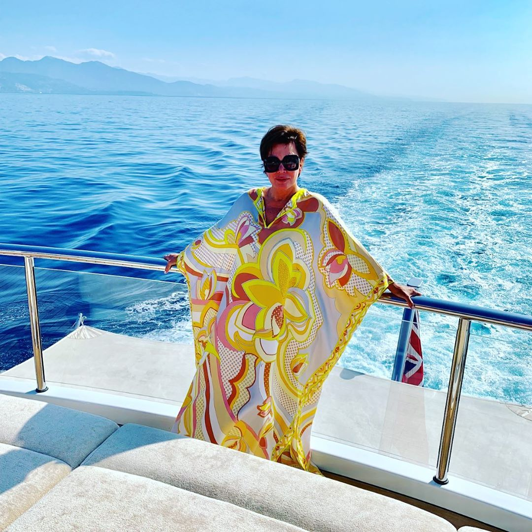Beach Outfit Ideas - Kris Jenner