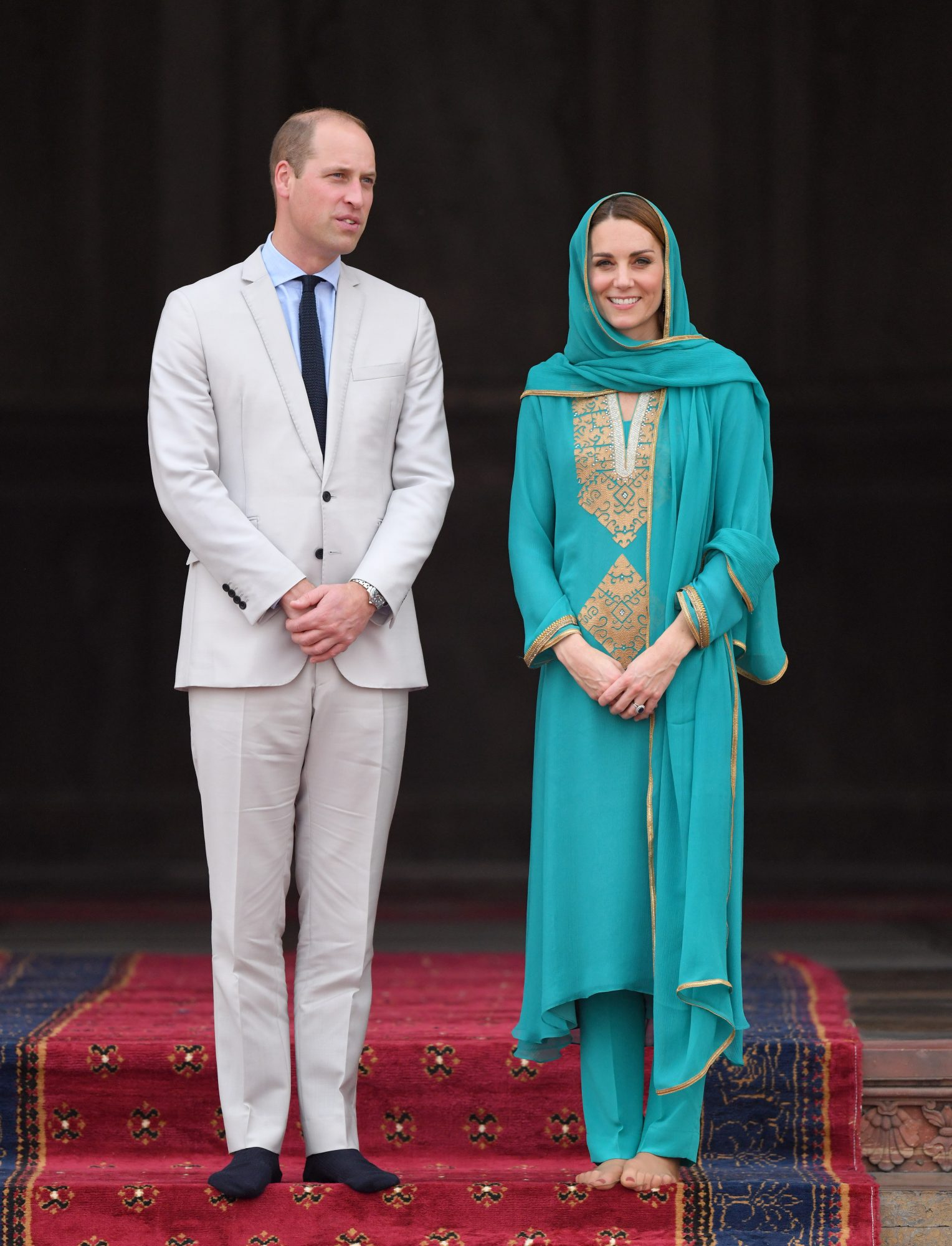 Kate Middleton Went Barefoot and Wore a Headscarf While Visiting a Pakistani Mosque