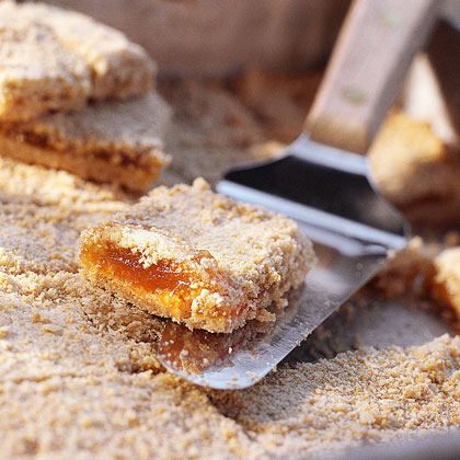 Crunchy Oat-Apricot Bars Recipe