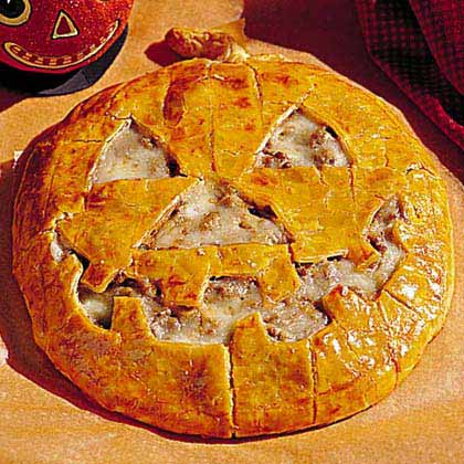 Jack-O'-Lantern Cheeseburger Pie