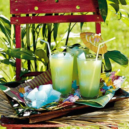 Southern Breeze RecipeRaspberry-lemonade ice cubes add extra flavor to the pineapple juice and ginger ale mixture as they melt. Make the ice cubes from lemonade concentrate, sugar, water, and blue raspberry lemonade mix the night before. You can also try different lemonade mixes for a variety of fun flavors.