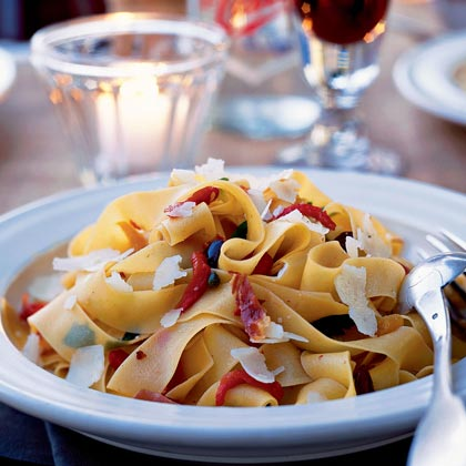 Roasted Pepper, Kalamata, and Prosciutto Pasta
