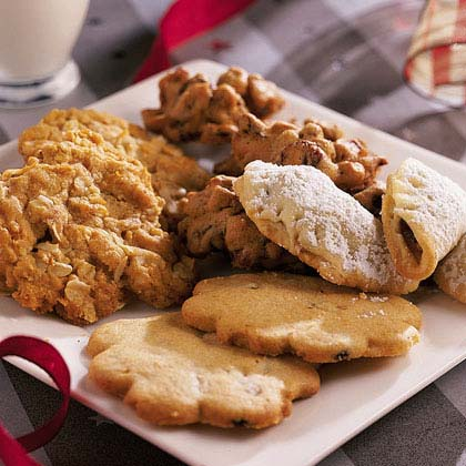 Try one of these ideas to focus your swap.Cookies Around the WorldHave each guest bring cookies from an international recipe (such as Swedish Holiday Cookies, left) and explain its origins.