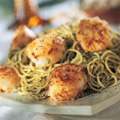 Scallops and Pasta with Pistachio-Parsley Pesto