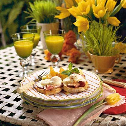 Traditional Eggs BenedictRecipe