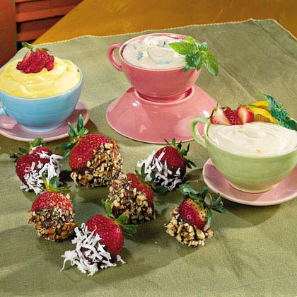 Strawberries with Brown Sugar-and-Sour Cream Dip