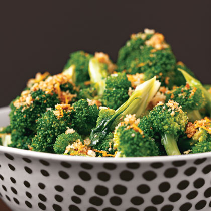 Broccoli with Lemon Crumbs RecipeSteam broccoli in the microwave, then top with crispy flavor-infused bread crumbs. Microwave the florets in a serving bowl–you'll have a delicious side dish and one less pot to clean after dinner.