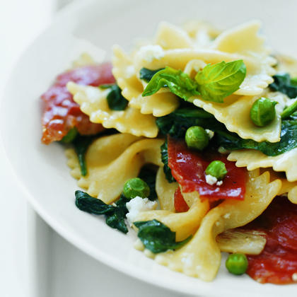 Farfalle with Spinach and Peas Recipe