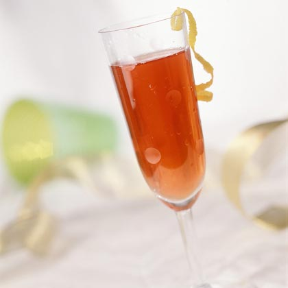 Poinsettia Sipper                            RecipeCinnamon and cloves evoke the flavors of fall in this mocktail of cranberry juice and apple juice. Serve chilled or warm in flute glasses and garnish with orange rind.