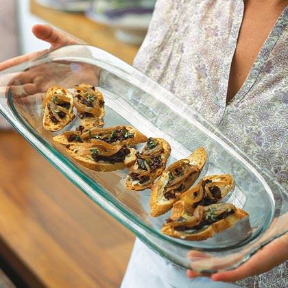 Crostini with Gorgonzola, Caramelized Onions, and Fig Jam