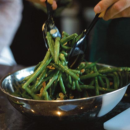 Green Beans with Garlic Vinaigrette Recipe