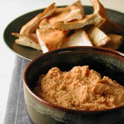 Garlic and Sun-Dried Tomato Hummus