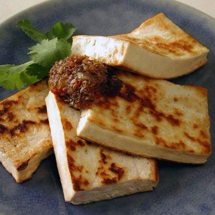 Pan-Fried Tofu with Spicy Lemongrass Sauce (Tofu Nuong Xa)