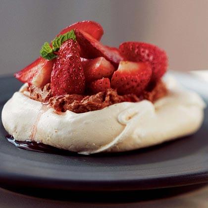 Meringues with Fresh Strawberries and Chocolate Mascarpone