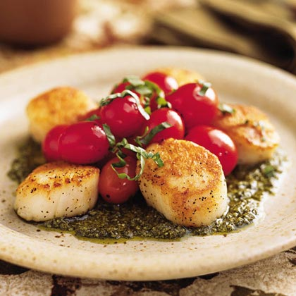 <p>Pan-Seared Scallops with Tomatoes and Pesto</p>