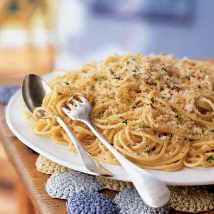 Spaghetti with Anchovies and Breadcrumbs Recipe