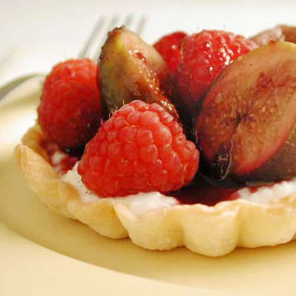 Red Wine-Poached Fig and Ricotta TartsRecipe