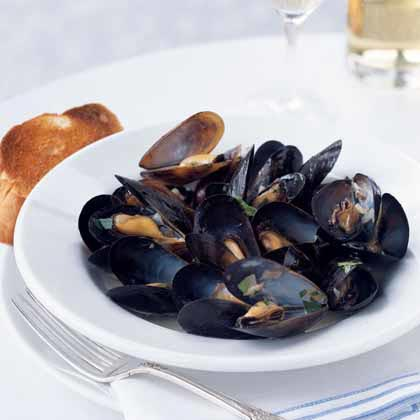 Moules-Marinière aux Fines Herbes (Mussels with Fine Herbs)