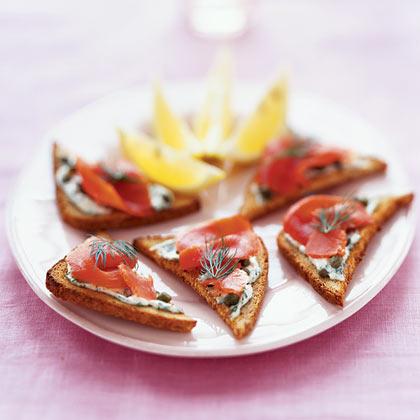 Pumpernickel Toasts With Smoked Salmon and Horseradish Cream